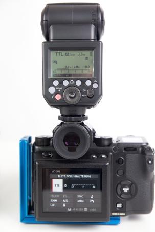 Die Steuerung kann über das Blitzgerät oder das Kameramenü gemacht werden.